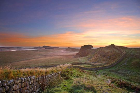 HW245E HOUSESTEADS CRAGS HADRIAN'S WALL NORTHUMBERLAND (HADRIAN'S WALL PATH)