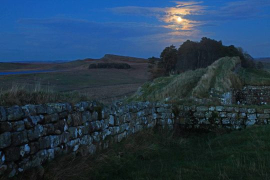 HW283BLA HOUSESTEADS CRAGS HADRIAN'S WALL